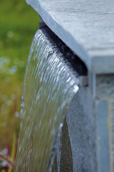 Oase Waterfall 30 - Eingebaut in Steinmauer