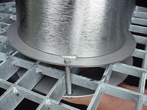 Edelstahl Springbrunnensäule 120cm - Befestigung aus Gitterrost