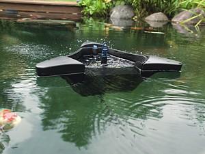 Oase SwimSkim CWS - auf Teichoberfläche